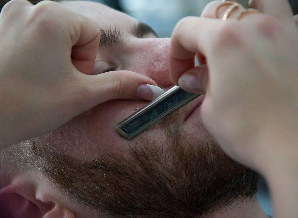 ヒゲを正しく剃る